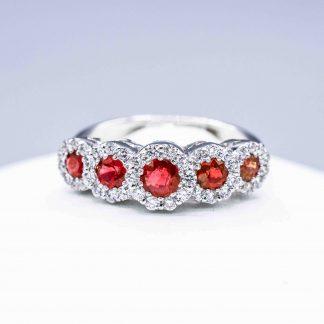 Anello di diamanti con rubini rossi