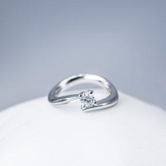 Anello Re Carlo diamanti oro bianco