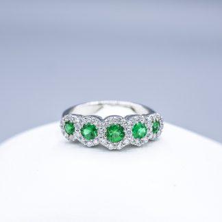 Anello di diamanti con smeraldi verdi
