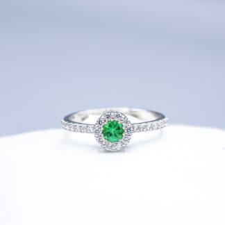 Anello di diamanti con smeraldo